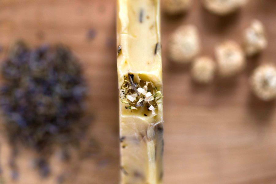 savon bio artisanal à froid camomille lavande ylang ylang