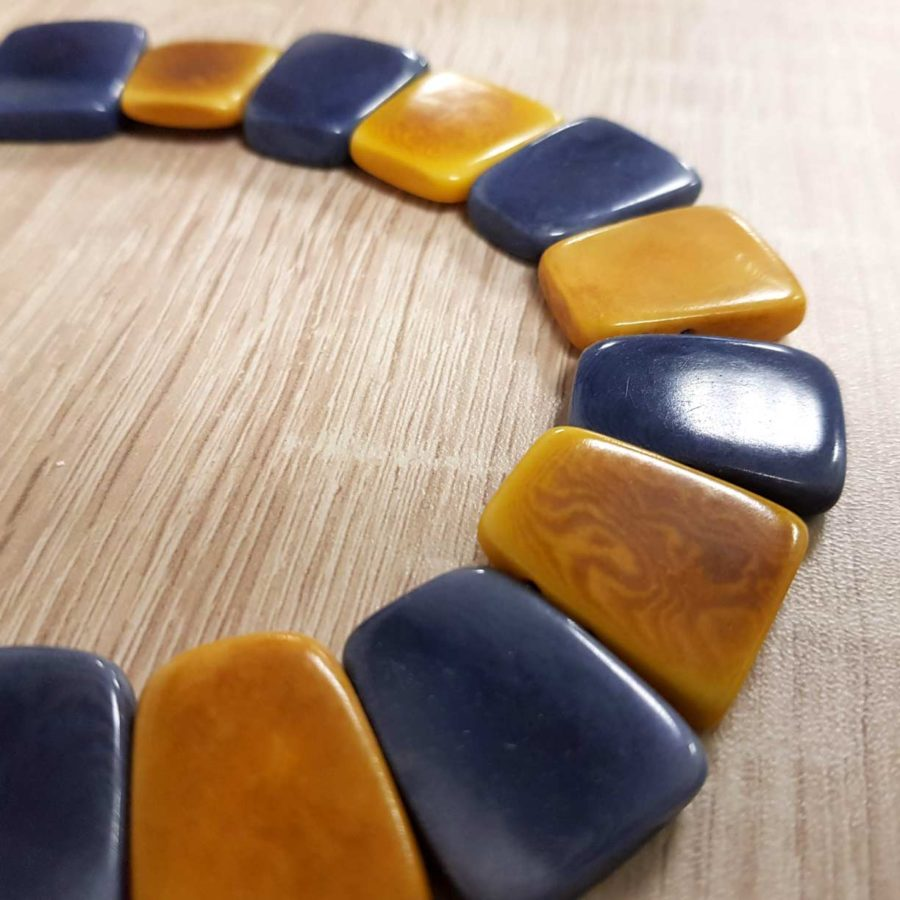collier coloré en ivoire végétal Tagua