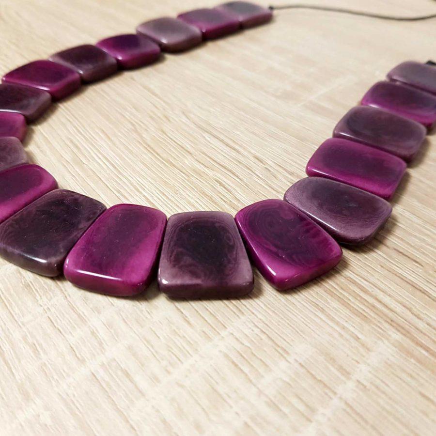 collier violet et mauve en ivoire végétal Tagua