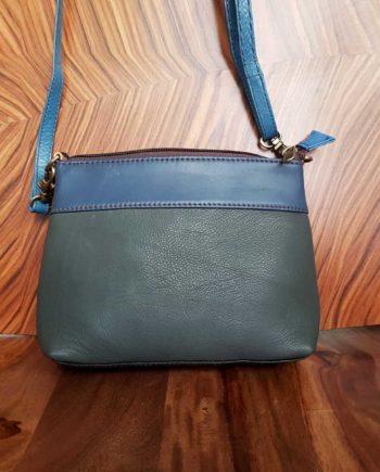 Petit sac gris bleu à bandoulière sacoche cuir recyclé