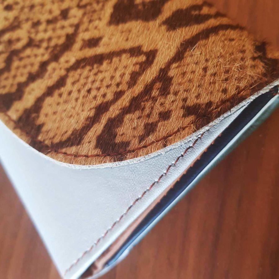 portefeuille blanc argenté et animal cuir recyclé