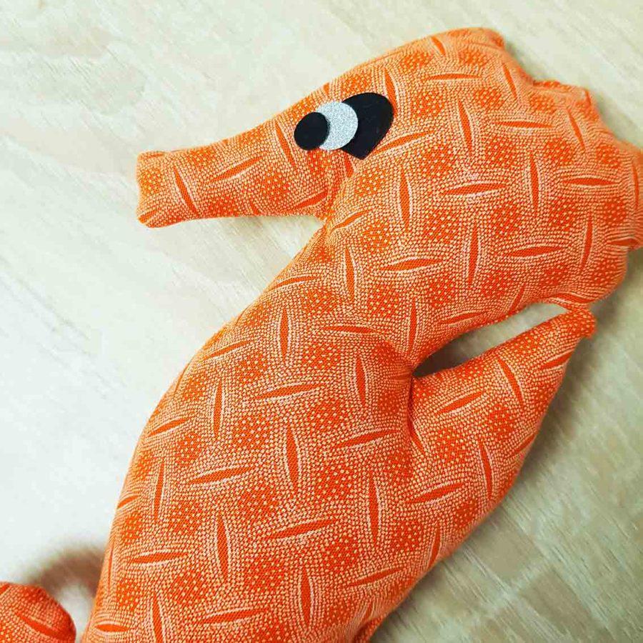 suspension hippocampe orange les curiosites de fred