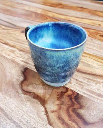 mug céramique émail bleu oxydé artisanat