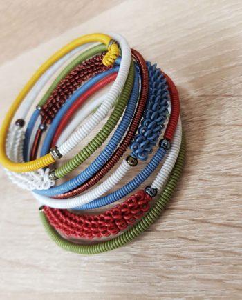 bracelet de couleur fait en fil de téléphone et cuivre artisanat sud africain