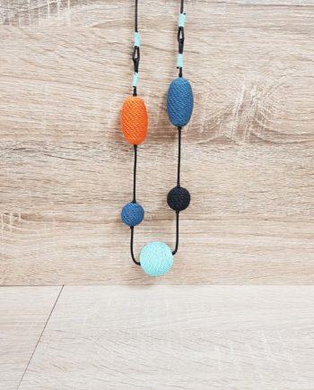 collier orange et bleu en fil de téléphone artisanat sud africain fait main