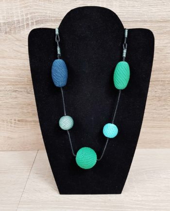 collier bleu et vert en fil de téléphone artisanat sud africain fait main