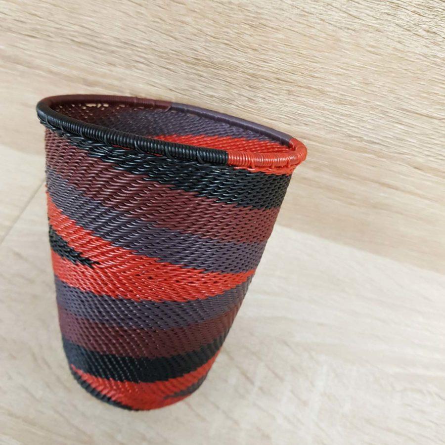 gobelet sud africain noir et rouge en fil de téléphone