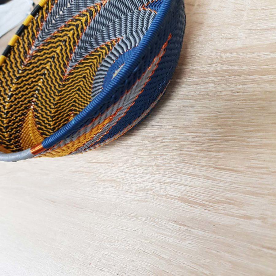 corbeille en fil de téléphone artisanat sud africain