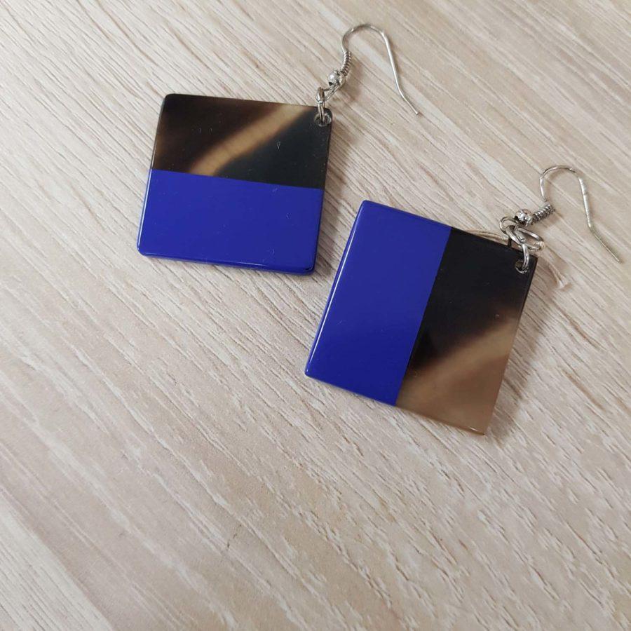 Boucles d'oreille carrées en corne brune et laquée bleu violet, artisanat vietnamien