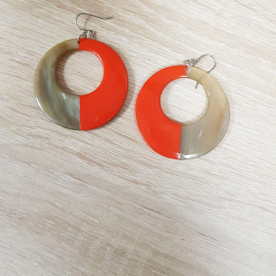 Boucle d'oreille en corne blonde laquée orange Indochineur artisanat vietnam