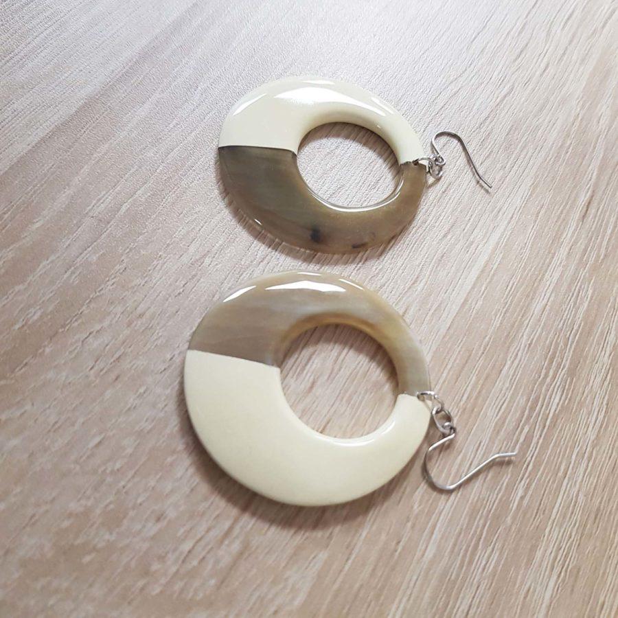 Boucle d'oreille en corne blonde laquée blanc Indochineur artisanat vietnam