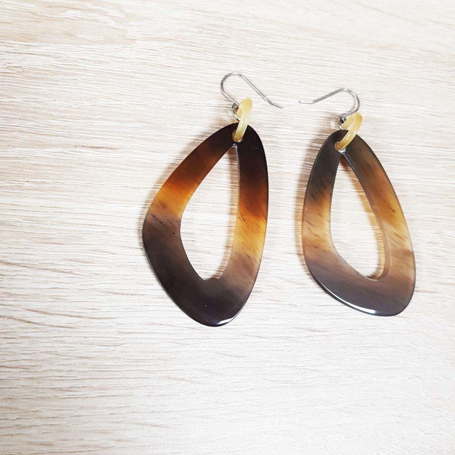 Boucles d'oreille graphiques boucles d'oreille anneau ob-vale noir en corne - artisanat vietnam