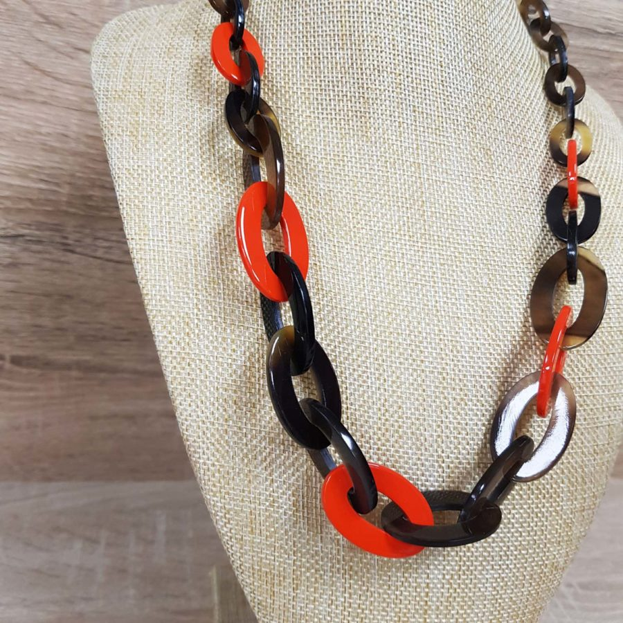 collier en corne laqué orange collier artisanat vietnamien