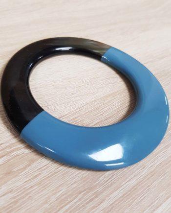 Bracelet elliptique irrégulier en corne brune et laque bleu clair - artisanat vietnamien