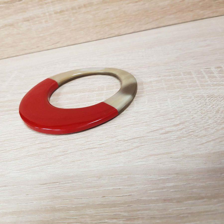 Bracelet elliptique irrégulier en corne blonde et laque rouge - artisanat vietnamien