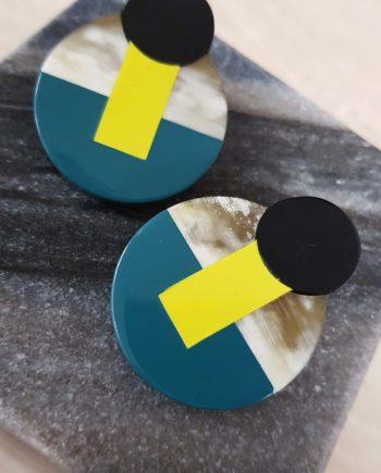 Boucles d'oreille à clip en corne blonde laquée jaune, noir et bleu canard - Artisanat vietnamien