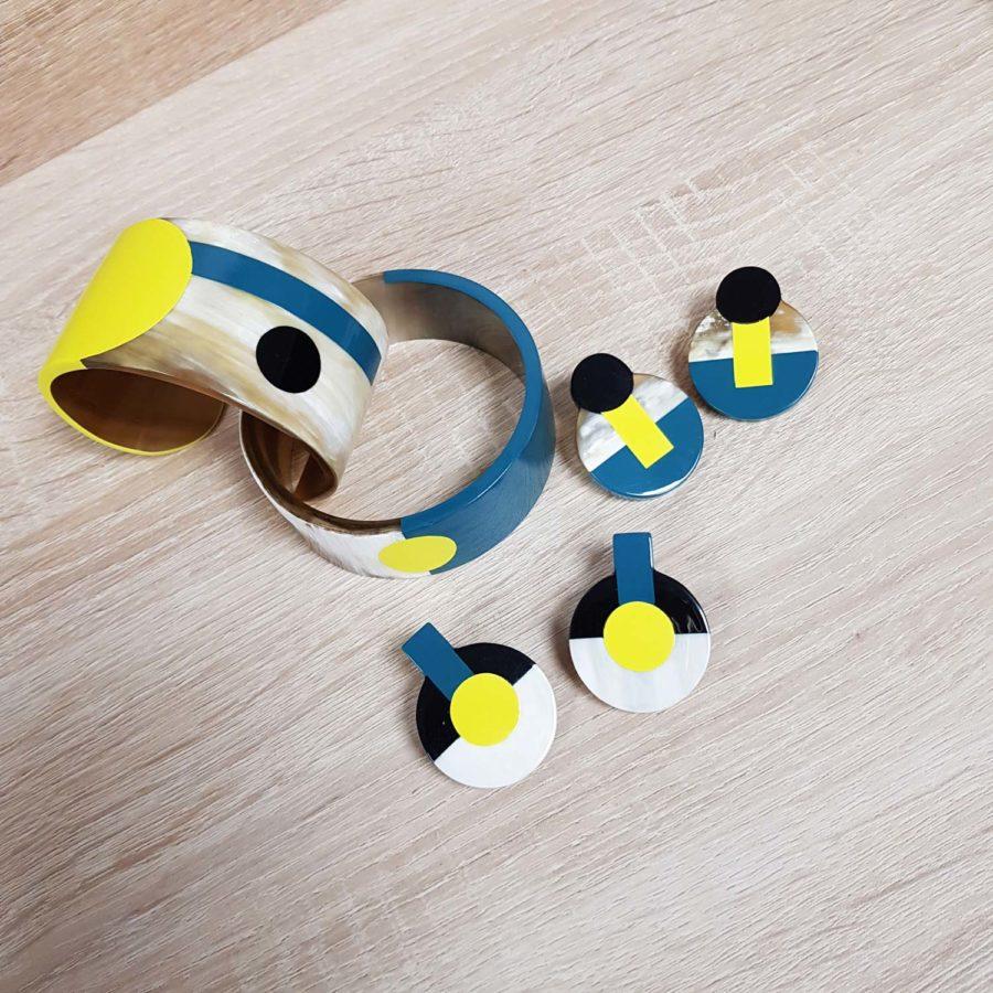 parure bracelet boucles en corne blonde laquée jaune, noir et bleu canard - Artisanat vietnamien
