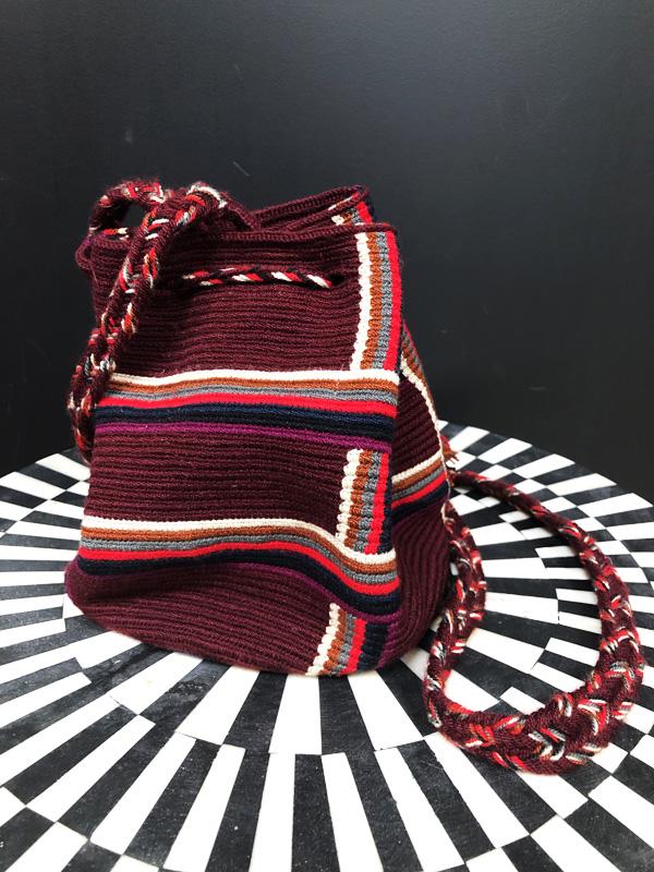 Sac mochila Wayuu tissée main coloré rouge et bordeaux