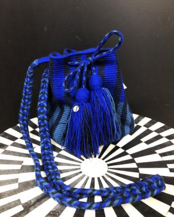 Sac mochila Wayuu tissée main coloré bleu et noir