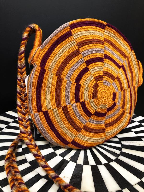 Sac rond mochila Wayuu tissée main rond - marron, prune et gris