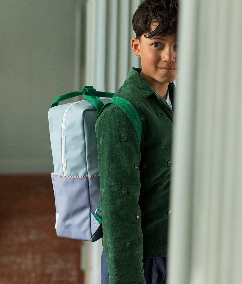 sac à dos bleu et vert en polyester recyclé
