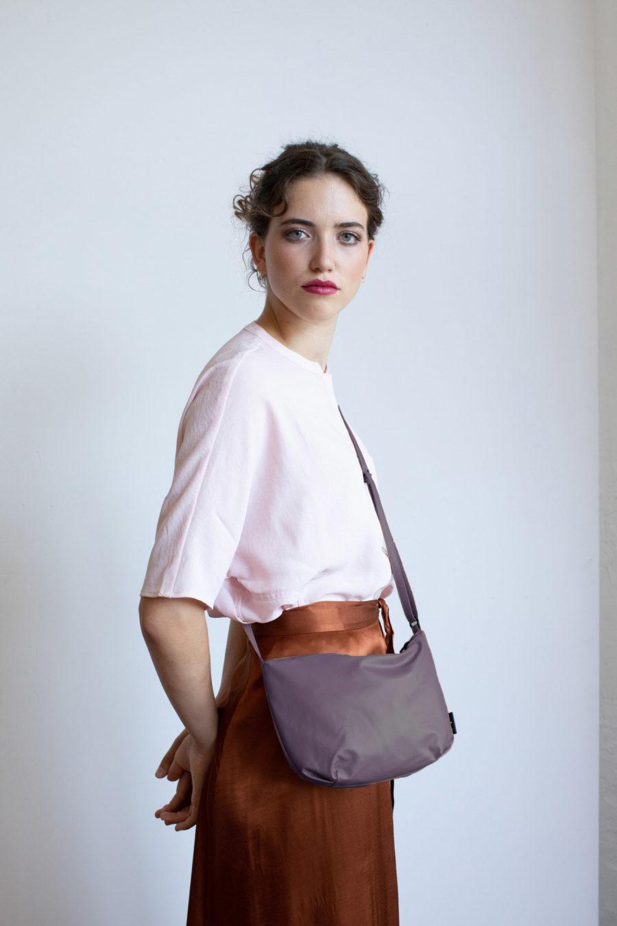 petit sac à fermeture éclair violet