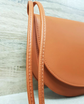 grand sac à bandoulière en cuir vegan marron