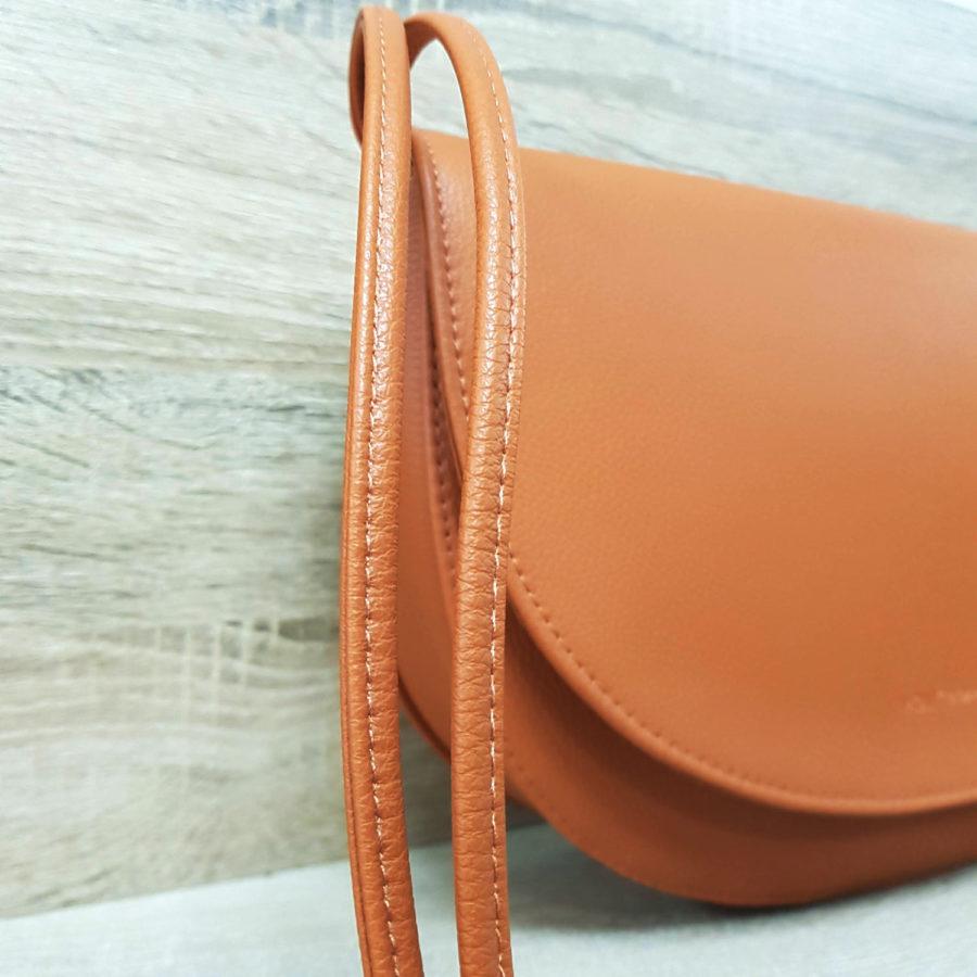 grand sac à bandoulière en cuir vegan marron