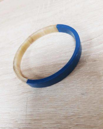 Bracelet en corne blanc laqué bleu