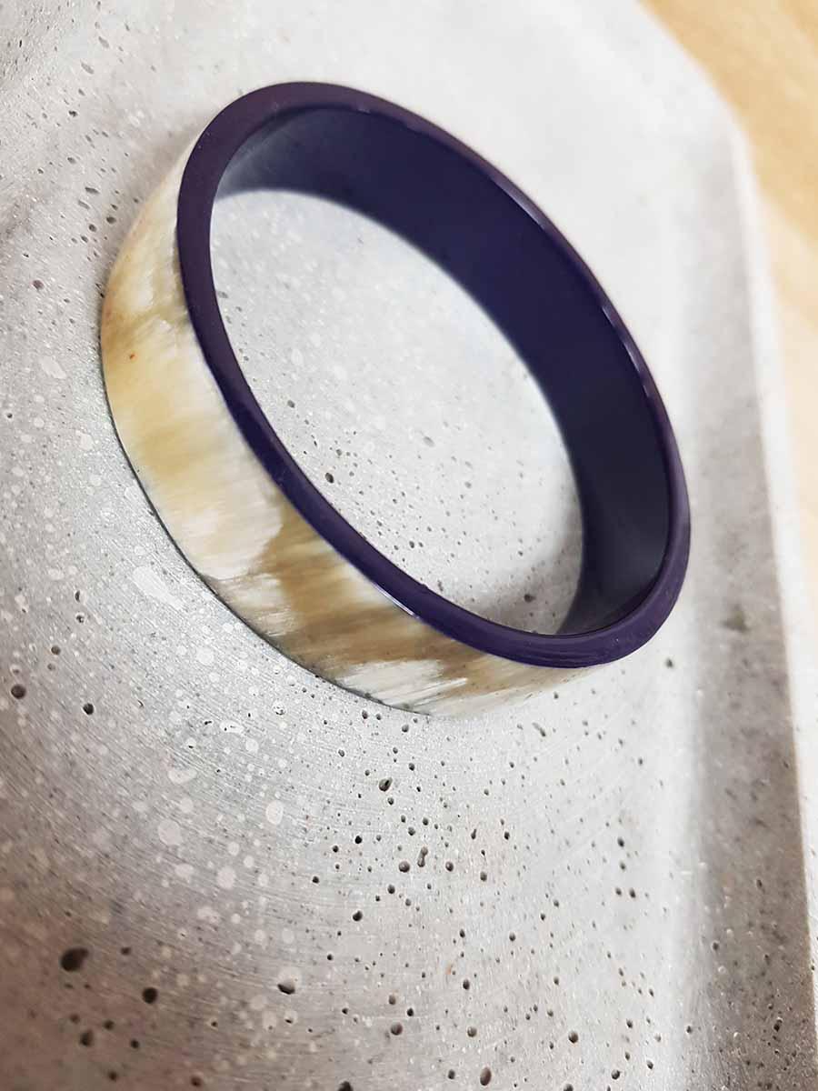 Bracelet bandeau moyen corne blonde et laque bleu marine